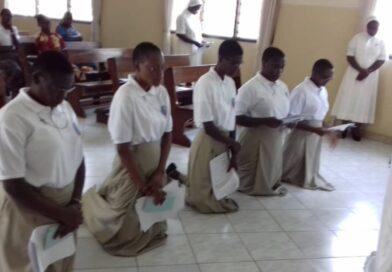 Cinque postulanti entrano nel Noviziato di Abidjan
